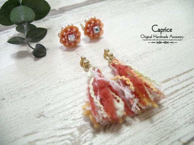 引き揃え糸のタッセルピアス オレンジ系