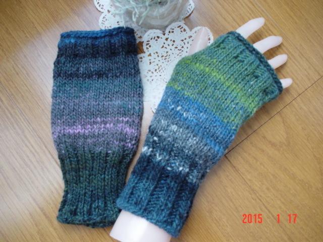 ☆彡野呂英作さんの段染め毛糸で、Fingerless Mittens