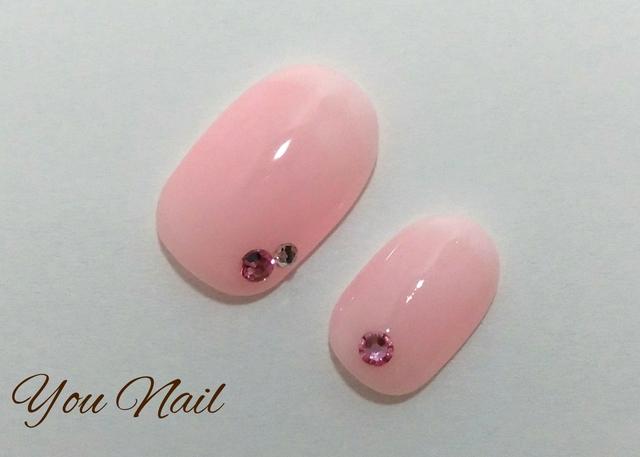 薄ピンクのベイビーブーマーネイル