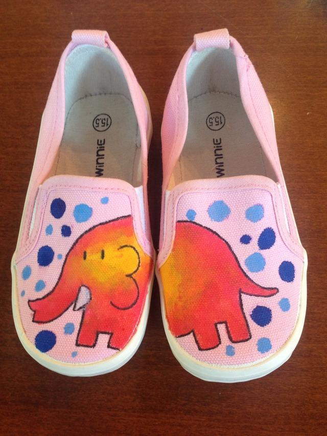 ピンクの象 キッズスニーカー