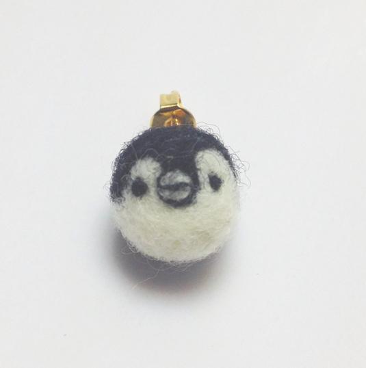再販  ひょっこりペンギン片耳ピアス