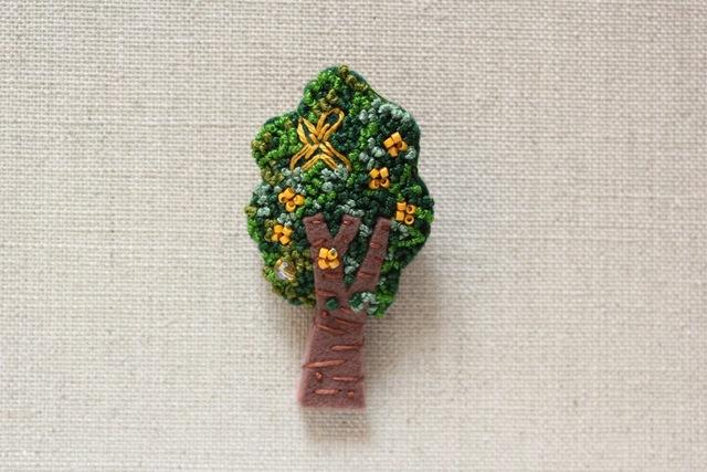 木のブローチ キンモクセイ