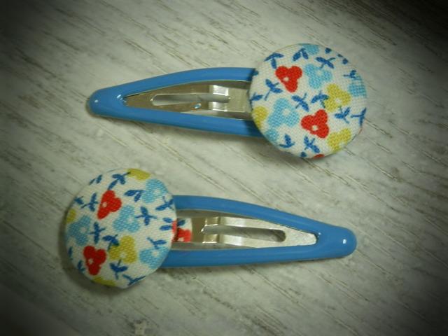 くるみボタンのプチパッチンどめ2コセット---ブルー小花---