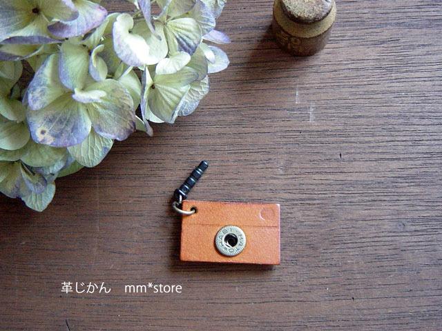 【ハンドメイド】革の小さなカメラ・イヤホンジャックピアス