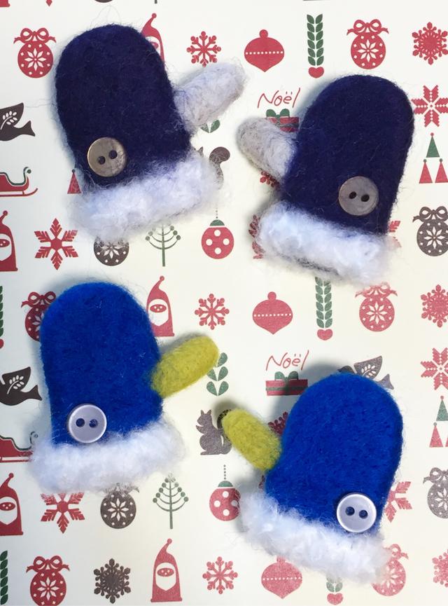 羊毛フェルト ミニ手袋ブローチ
