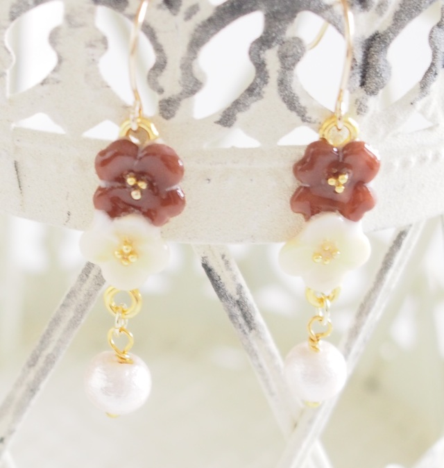 cream and brown flowerコットンパール ピアス