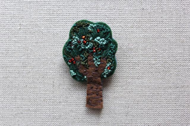 木のブローチ ヤマモモ