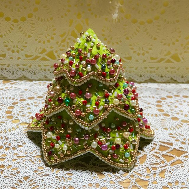 ビーズ刺繍のキラキラクリスマスツリー