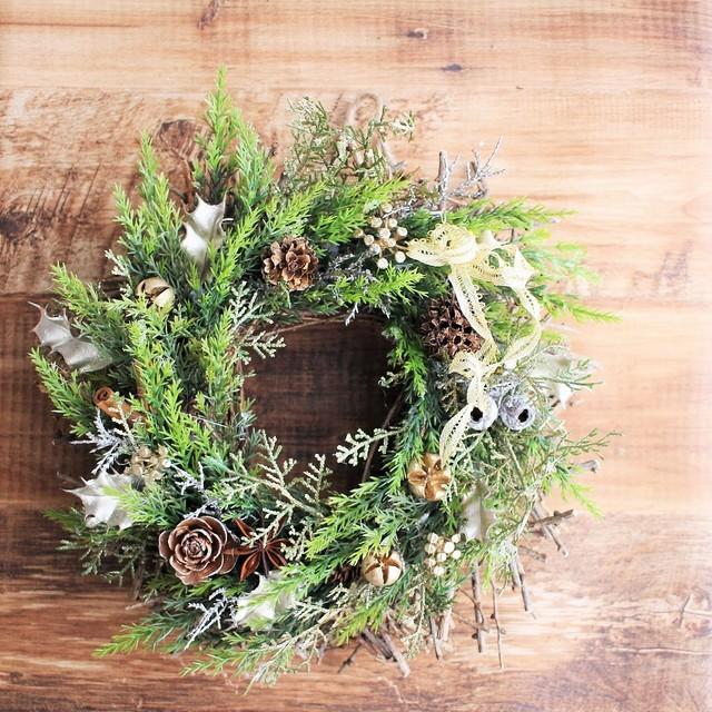 エバーグリーンと小枝のクリスマスリー...