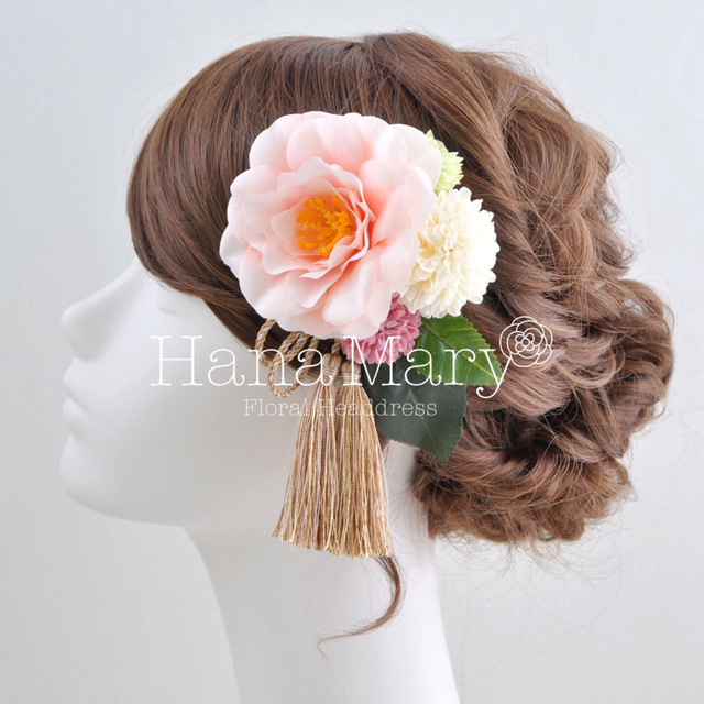 淡いピンク椿の髪飾り