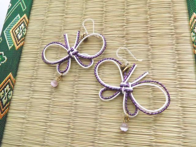 ゆらゆら蝶々の水引ピアス*紫×白(イヤ...