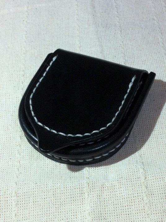 黒染めの牛革 コインケース