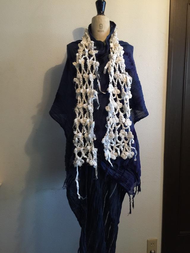 白シャツ裂き編み投網ストール