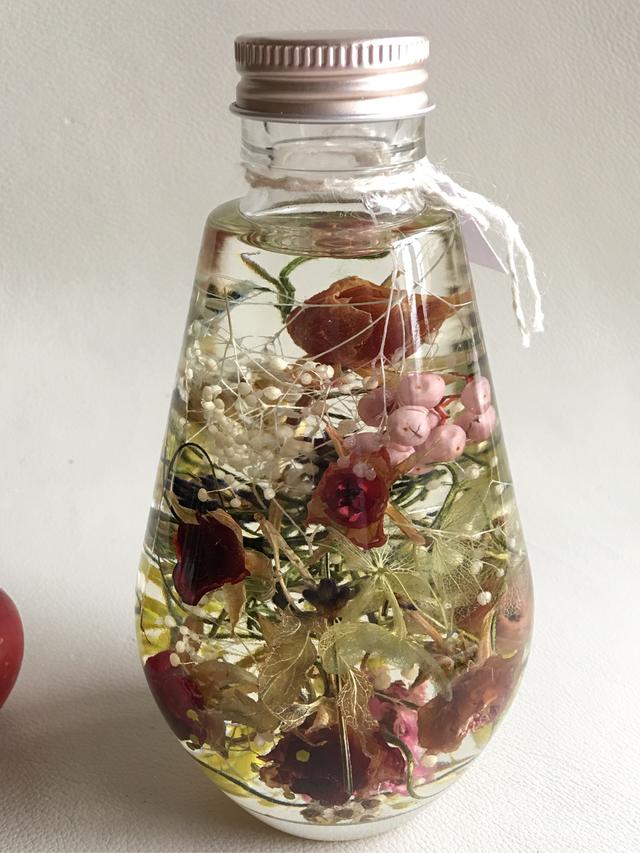 バラの花のハーバリウム(しずく型)