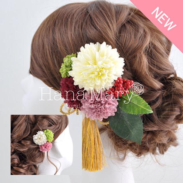 赤い実とピンポンマムの髪飾り