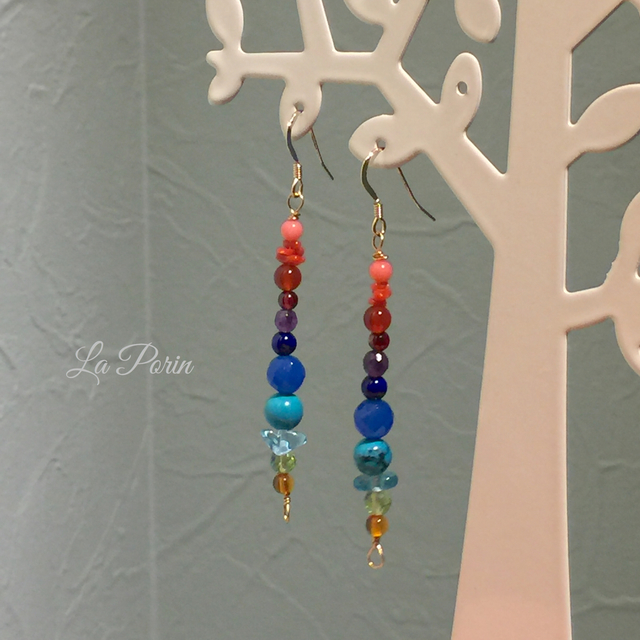 天然石の虹色ピアス/イヤリング