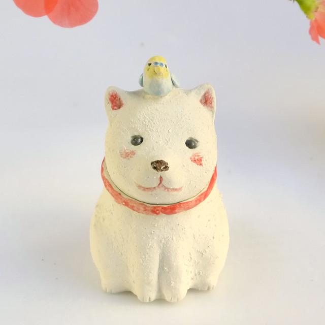 白い犬とセキセイインコ(2018年 干支...