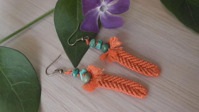 麻の天然石アクセサリー 羽ピアス ターコイズ(オレンジ)