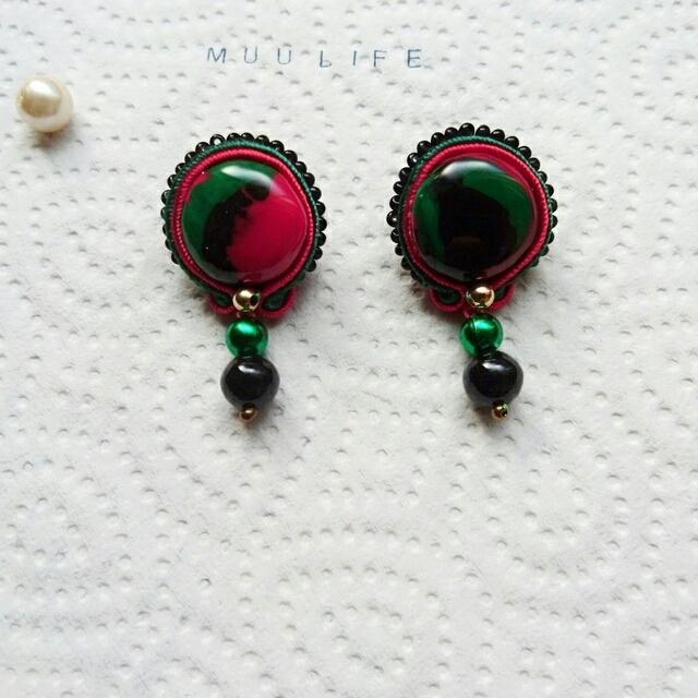 ソウタシエ        赤&黒&緑    ピアス