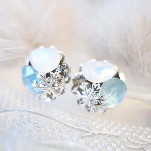 雪の結晶ビジューピアス