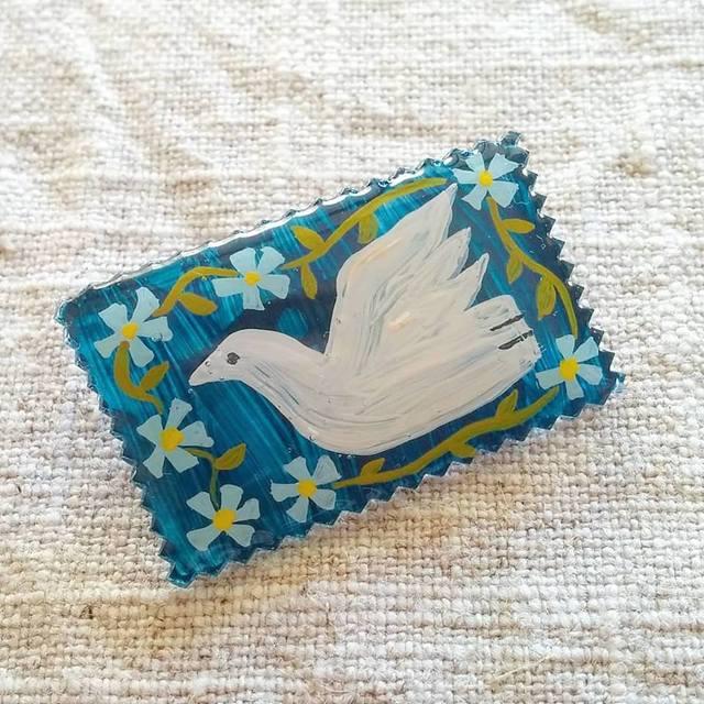 平和の鳩と勿忘草ブローチ