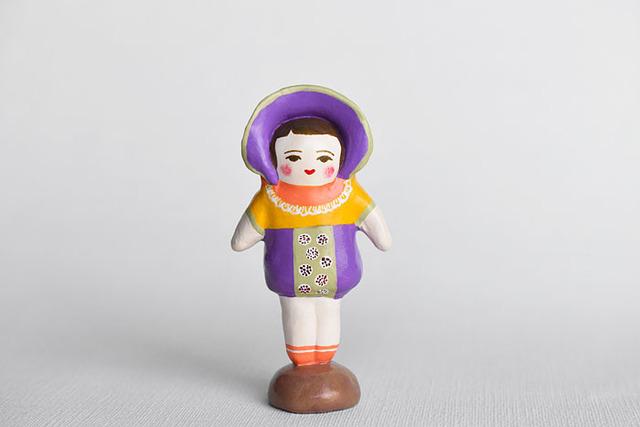 文化人形らしきひと(むらさきボンネット)
