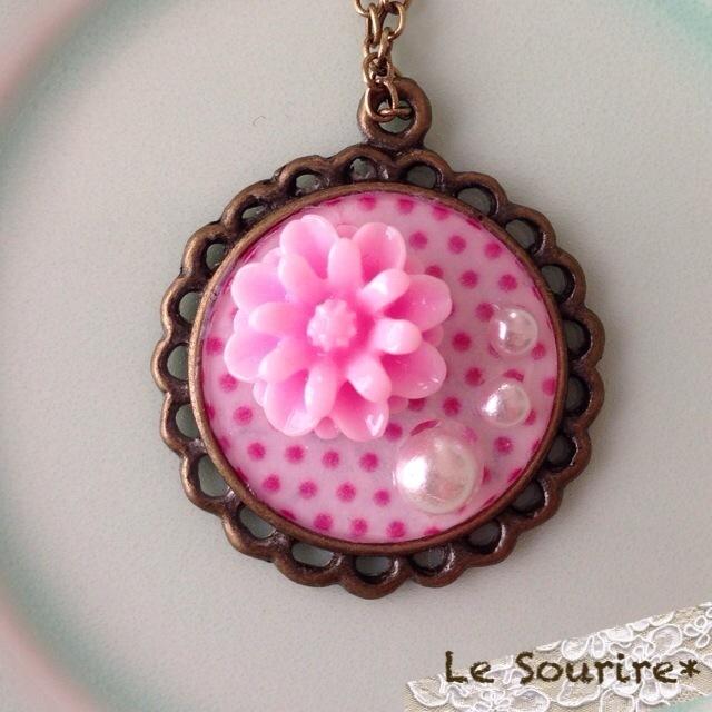 ネックレス * ピンク色の お花 と 水玉 *