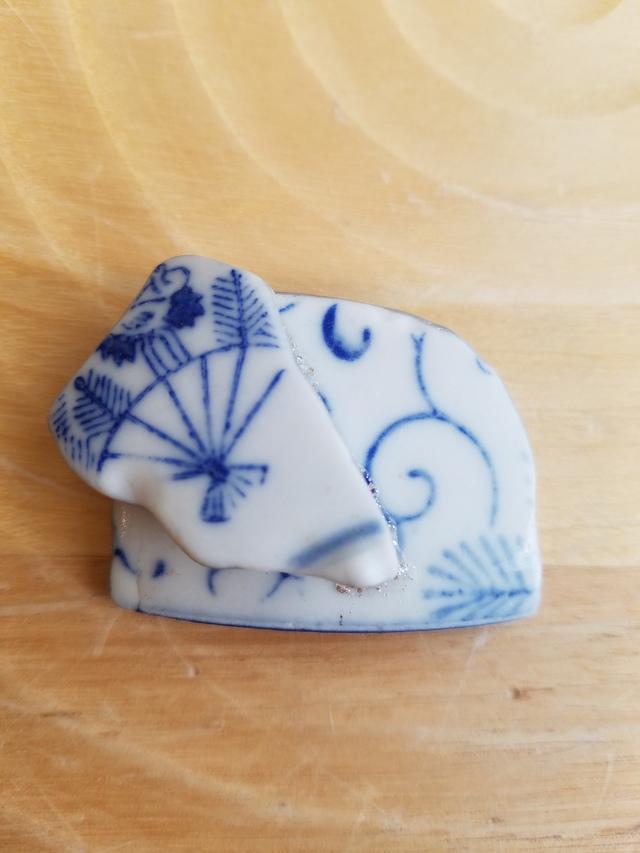 シー陶器のブローチ