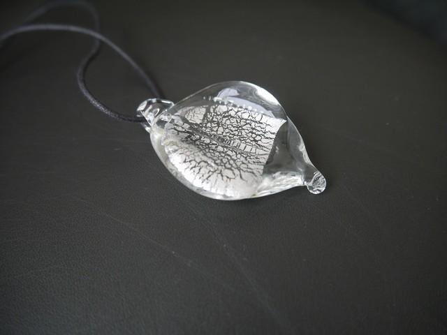 ガラスのペンダント Silver Leaf