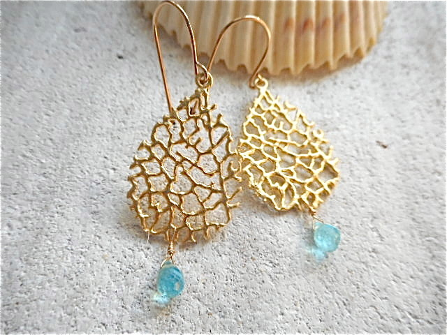 Gold Branch with Apatite Drop