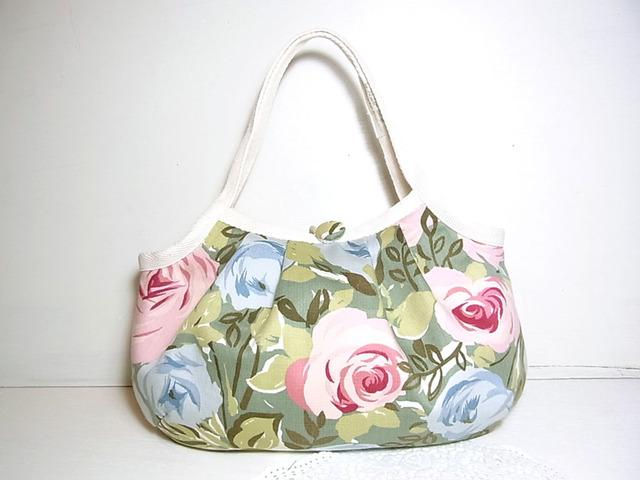 小さめグラニーバッグ「ピンクとブルーの薔薇畑」