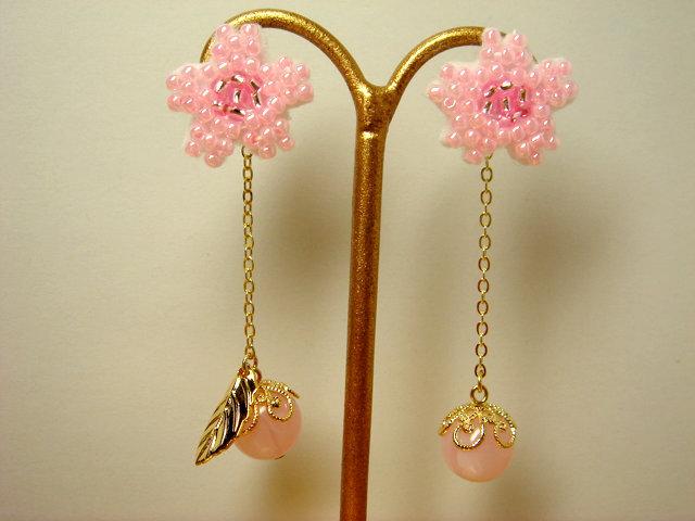 ビーズ刺繍の桜のピアス