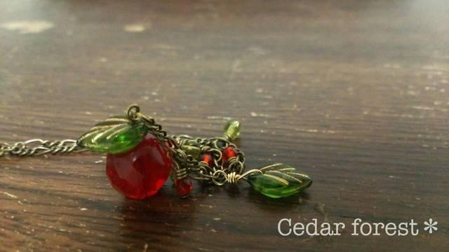 森の果実 姫りんごのネックレス