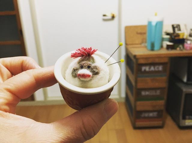 陶器のピンクッション    立体モンキー