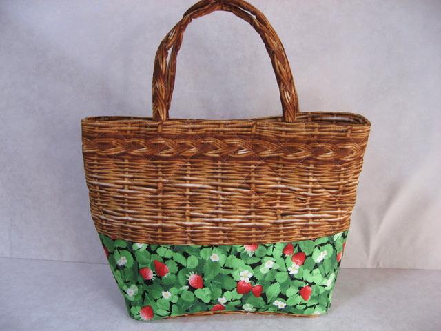 いちご畑の籠バッグ
