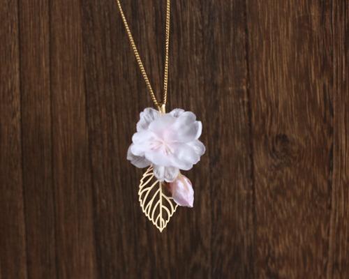 【さくら、咲く】満開の桜とつぼみとリーフのネックレス/n220