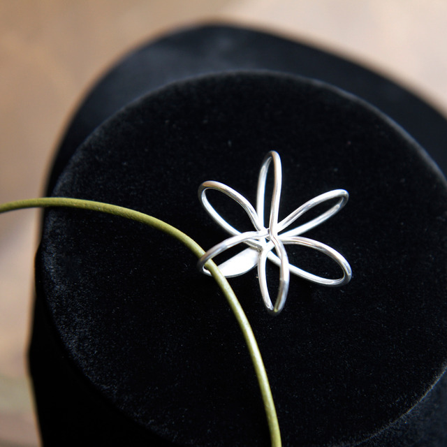 FLOWER(S)