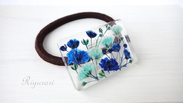 押し花のヘアゴム(カスミソウ・ブルー)