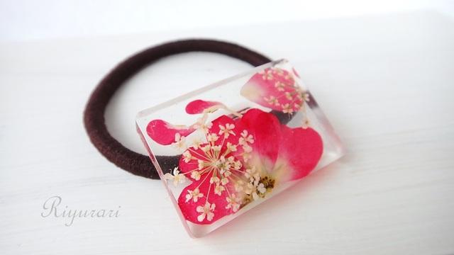 押し花のヘアゴム(ミニバラ・スクエア)