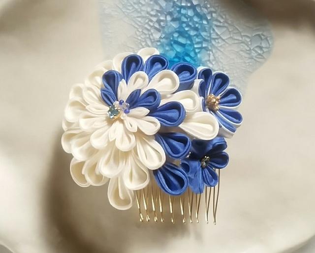 【つまみ細工】髪飾りコーム ブルーの3輪