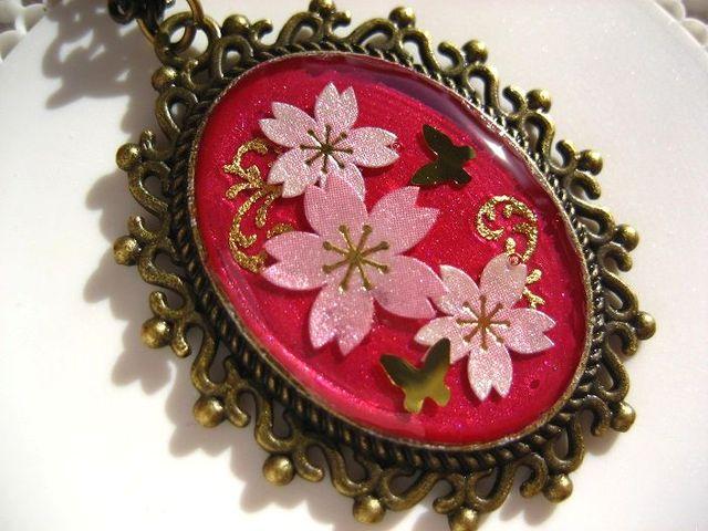 桜とゴールドバタフライのネックレス(アンティークローズ)_256