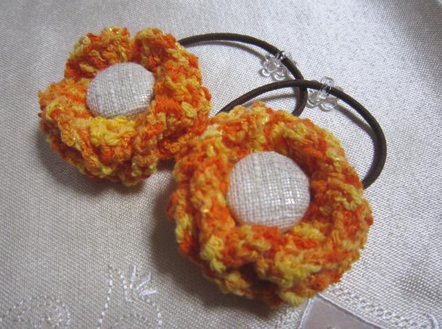 k1 オレンジお花のヘアゴム2個 くるみボタンを付けて 夏色  子供用