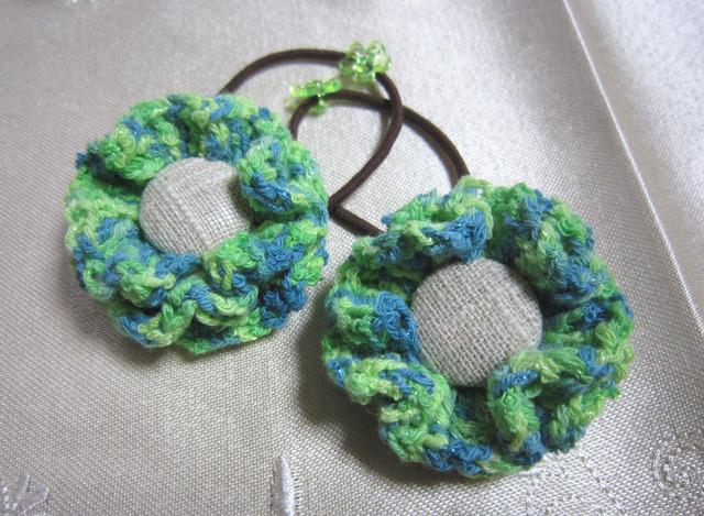 k2 黄緑色お花のヘアゴム2個 くるみボタンを付けて  子供用
