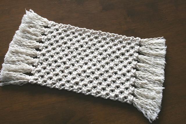 マクラメ編みの小さなマット