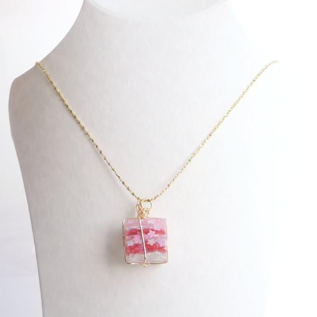 プレゼントBOXなキューブネックレス(赤...