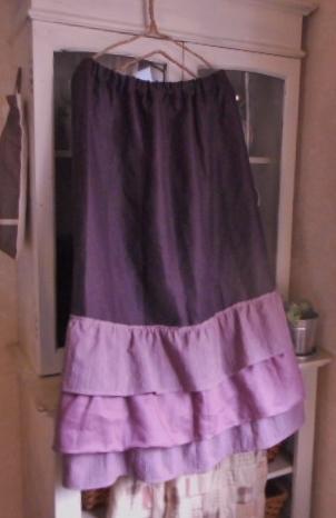 ふんわり裾フリルのガーリーなスカート...