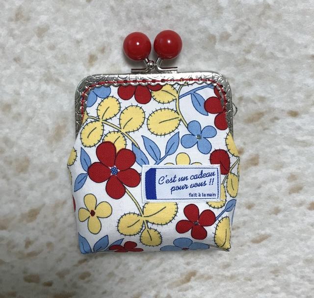 個性的な赤いお花柄 *四角いがま口ポーチ