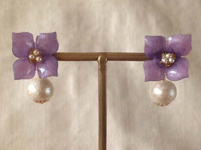 コットンパール付き染め花を樹脂加工した紫陽花ピアス( S・パープル)