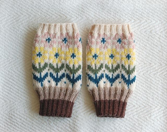 手編みの指なしミトン 「花園」 黄色×ピンクお花