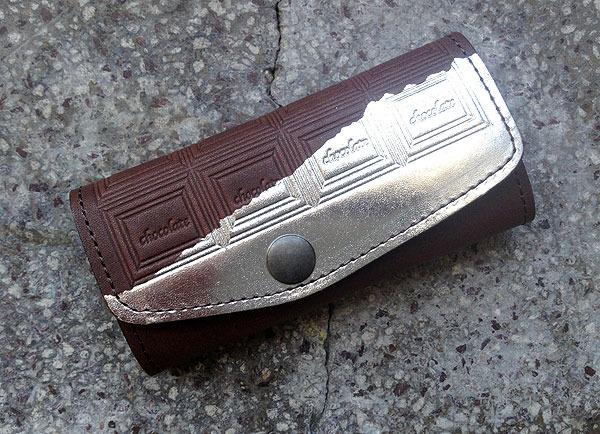 革のチョコレート・キーケース(銀の包み紙)